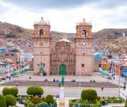 Знаменитая центральная площадь города Пуно в Перу привлекает тысячи охотников за приключениями каждый год