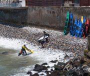Детские уроки сёрфинга в столице Перу