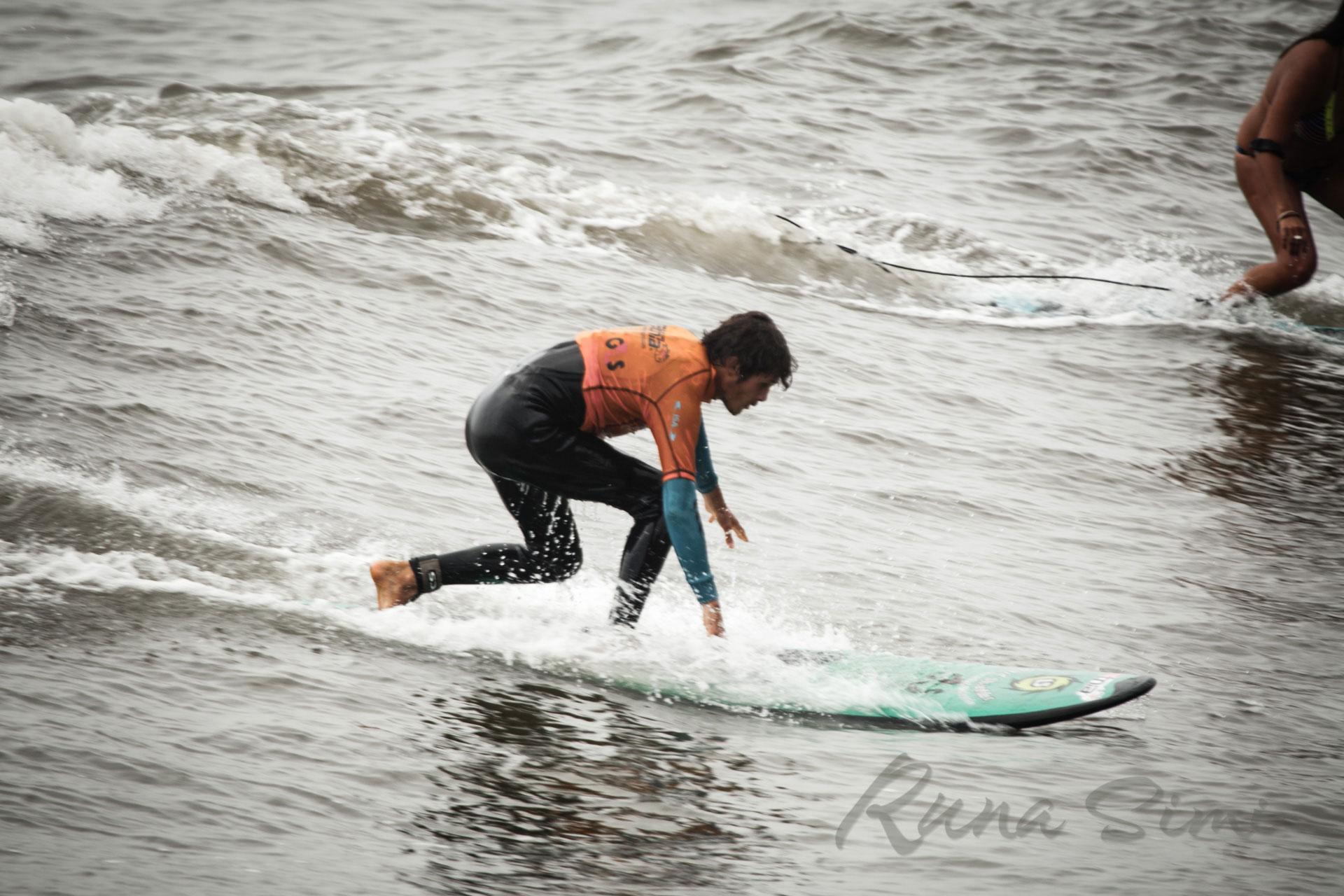 Хотите заняться серфингом в Лиме, Перу? Руна - Сими Турз.