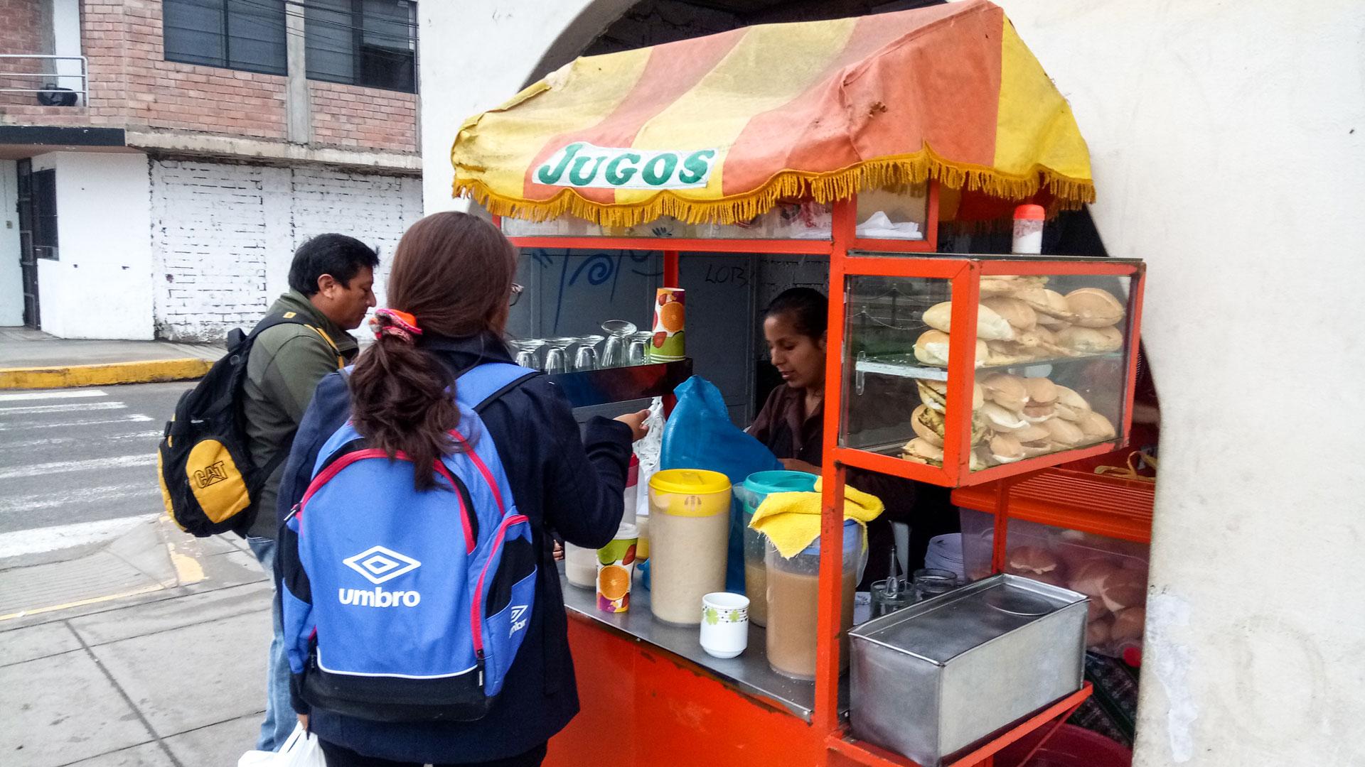 Уличная еда в столице Перу. Завтрак глазами местного.